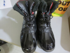 LADIES COUGAR WINTER BOOTS SIZE 9-EUC!