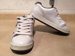 Women's Sneaux Shoes Size 9.5 London Ontario image 8