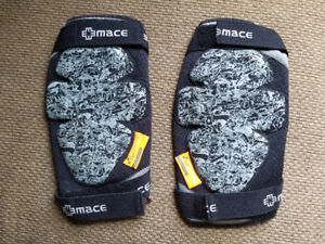 Mountain Bike Knee Pads - Mace soft pads with D3O - Large Mens