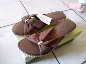 Grasshoppers Brown women's sandals brand new in box size 9
