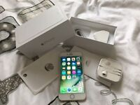 iPhone 6 64gb Gold (O2) •Great condition)