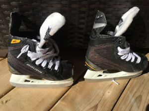 Bauer hockey skates Size 10. In mint condition.