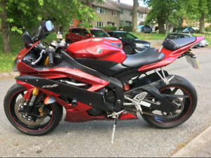 2007 Yamaha r6 with 7000kms going for 5500