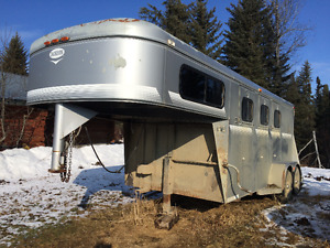 Three Horse  Trailer For Sale