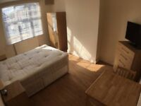 Stunning Large Double Room available for Quick move / HILLINGDON - £140 / WEEK