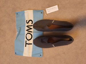 Brand new Women's TOMS shoes