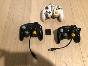 Gamecube Controllers & Memory Card. All in Great Shape