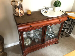 Display Cabinet/China Cabinet Great Condition