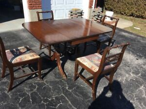 Duncan Phyfe drop leaf table and 4 chairs