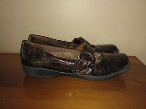 """WOMEN'S BROWN """"LIFE STRIDE"""" SHOES - SIZE 6 (MADE SMALL)"""