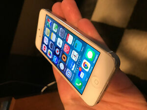 iPhone 5 16 gb unlocked and works with Wind Mobile
