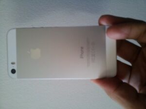 White/Silver 16 gb IPHONE 5s locked to Bell