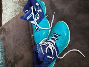 Basketball shoes-youth Under Armour