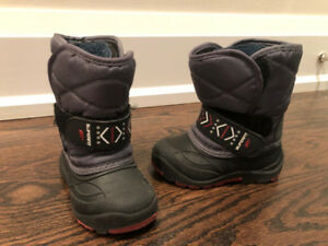 EUC (almost brand new) toddler winter boots size 7.