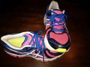 Ladies Asics running shoes- like new