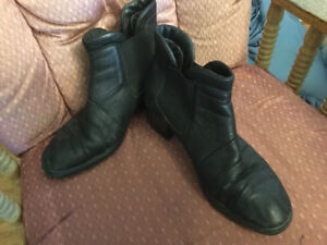 Boot, ladies size 41 Rieker, black leather with felt lining