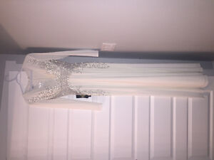 GORGEOUS WHITE DRESS FOR SALE ! (BRAND NEW WITH TAGS ATTATCHED)