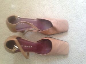 Women's size 5,5 Nine West strapped heels