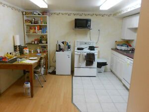 3 bedroom house (5 mins. to Stauffer Library)