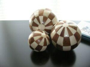 Ensemble de boules décoratives en damier