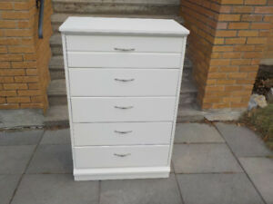 White dresser with 5 drawers