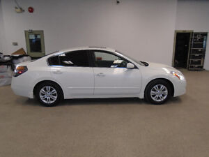 2011 NISSAN ALTIMA 2.5S! PEARL WHITE! 88,000KMS! ONLY $10,900!!!