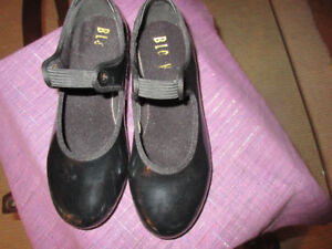 Very nice pair of 13.5 Bloch black tap shoes