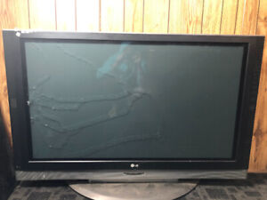 Free TV, screen cracked but TV still works 55'