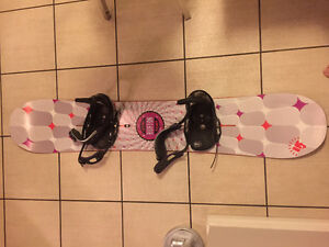 BARELY USED BURTON BLENDER SNOWBOARD AND BINDINGS FOR SALE!