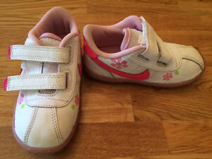 EUC Toddler size 7 Nike London Ontario image 1