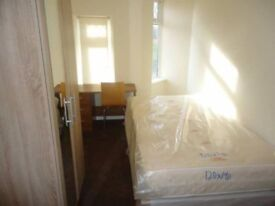 Single room available in Langdon park station!