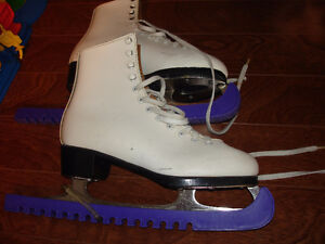 LADIES WHITE FIGURE SKATES SIZE 6 HARDLY WORN, WITH BLADE GUARDS