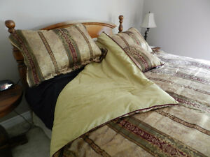 LIKE NEW - 5 Pc. Reversible Queen Size Comforter Set