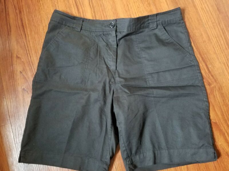 White Stag Size 16 Cotton Blend Women's Solid Black Shorts