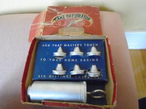 seringue à gateaux dans sa boite d origine. Vintage