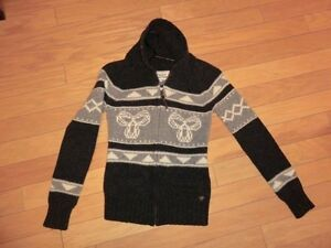 TNA SWEATER SIZE SMALL