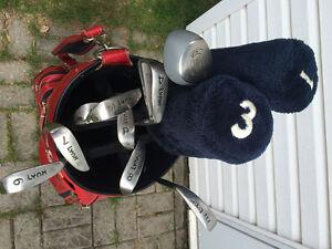 Baton et sac de golf en cuir rouge de marque Lynx West Island Greater Montréal image 3