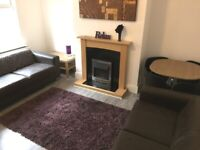 EN SUITE ROOM - IDEAL UNIVERSITY OF LEEDS OR LEEDS BECKETT POSTGRADUATES OR MATURE STUDENTS