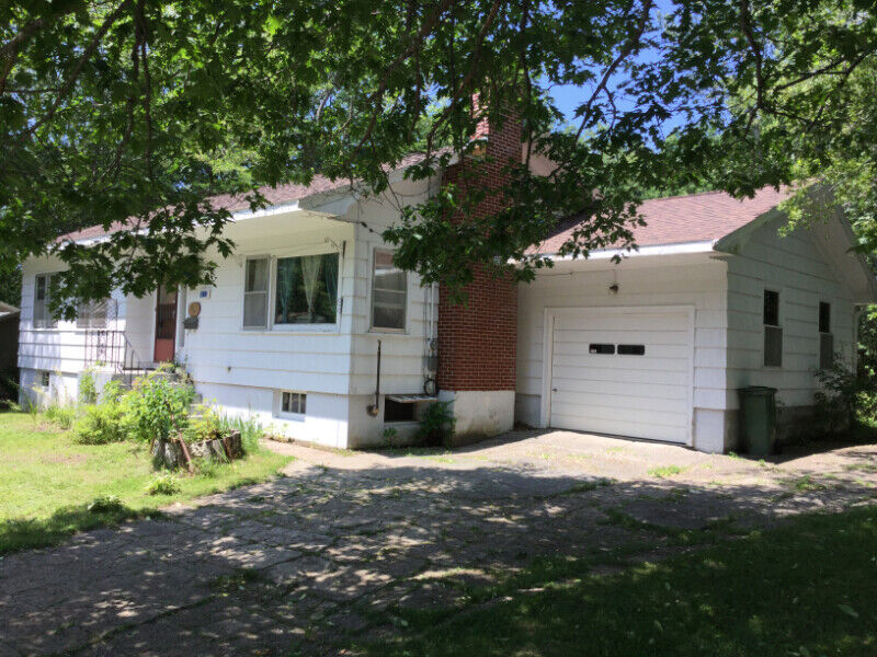 Home Located In Bridgewater Close To Hospital Medical Arts