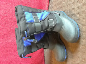 Boys winter boots size 12. New.