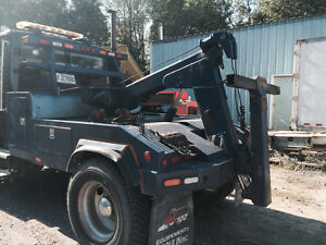 Mid size wrecker tow truck