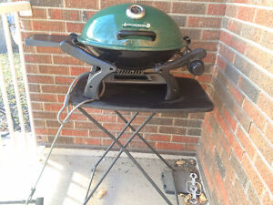 PORTABLE BBQ + SMALL TABLE