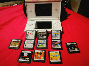 Nintendo DS Lite - 11 games and carrying case included