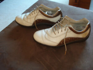 Ladies Golf shoes. Size 6 1/2 and 7.