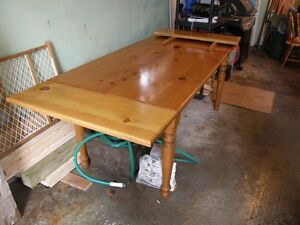 Pine Shaker table and chairs Kitchener / Waterloo Kitchener Area image 3