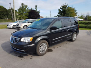 2016 Chrysler Town & Country Touring-L Dual DVD