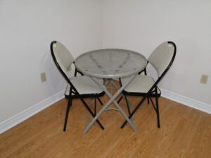 MetalTable & 2 Chairs