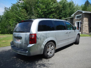 2010 Dodge Caravan SXT - Great Price/Great Condition