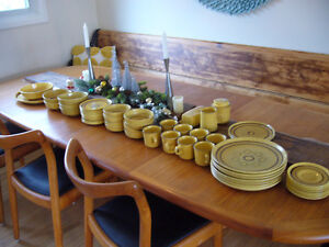 Vintage signed 55 piece English Franciscan Honeycomb dish set