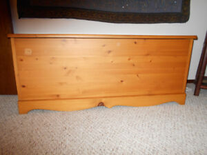 CANADIANA STYLE PINE BLANKET BOX